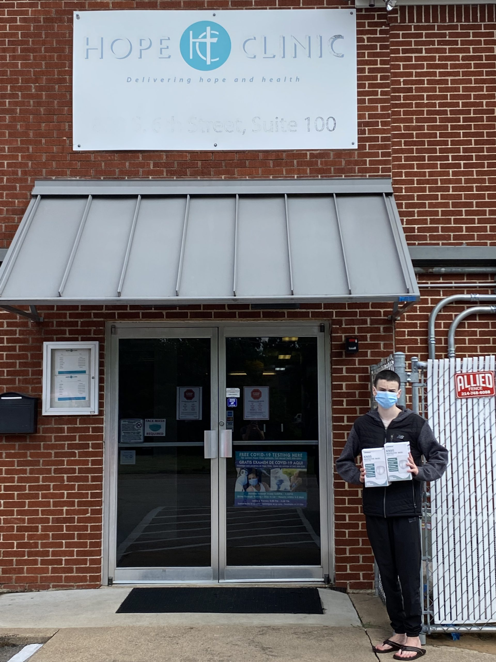 Ilan Sela Volunteer Donates M95 Medical Masks to Hope Clinic Staff in Dallas TX